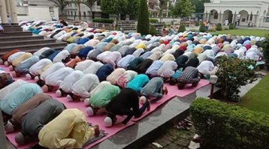 Eid passes off peacefully in Kashmir amid tight security vigil